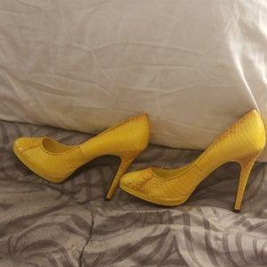 Genuine Ralph Lauren size 7 and 1/2 women's pumps
